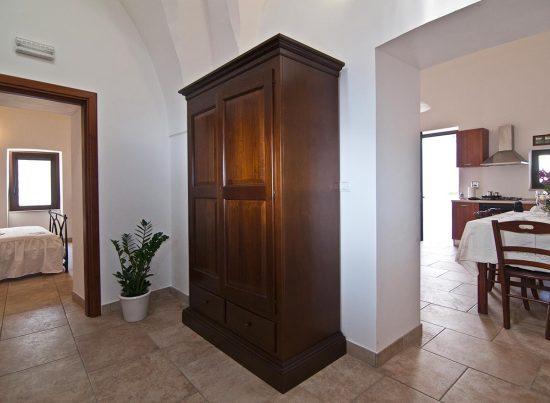 appartamento presicce don camillo casa vacanze la scisa appartamenti nel salento armadio e corridoio cucina