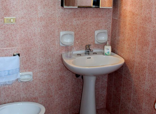 appartamento pesculuse rosa rossa casa vacanze la scisa appartamenti nel salento bagno