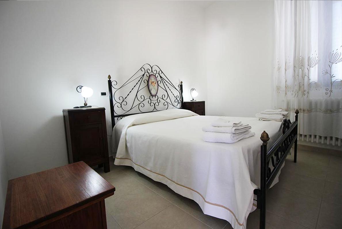 Home Holiday Salento appartamenti in affitto nel Salento camera da letto Rosa Rossa ad Alessano