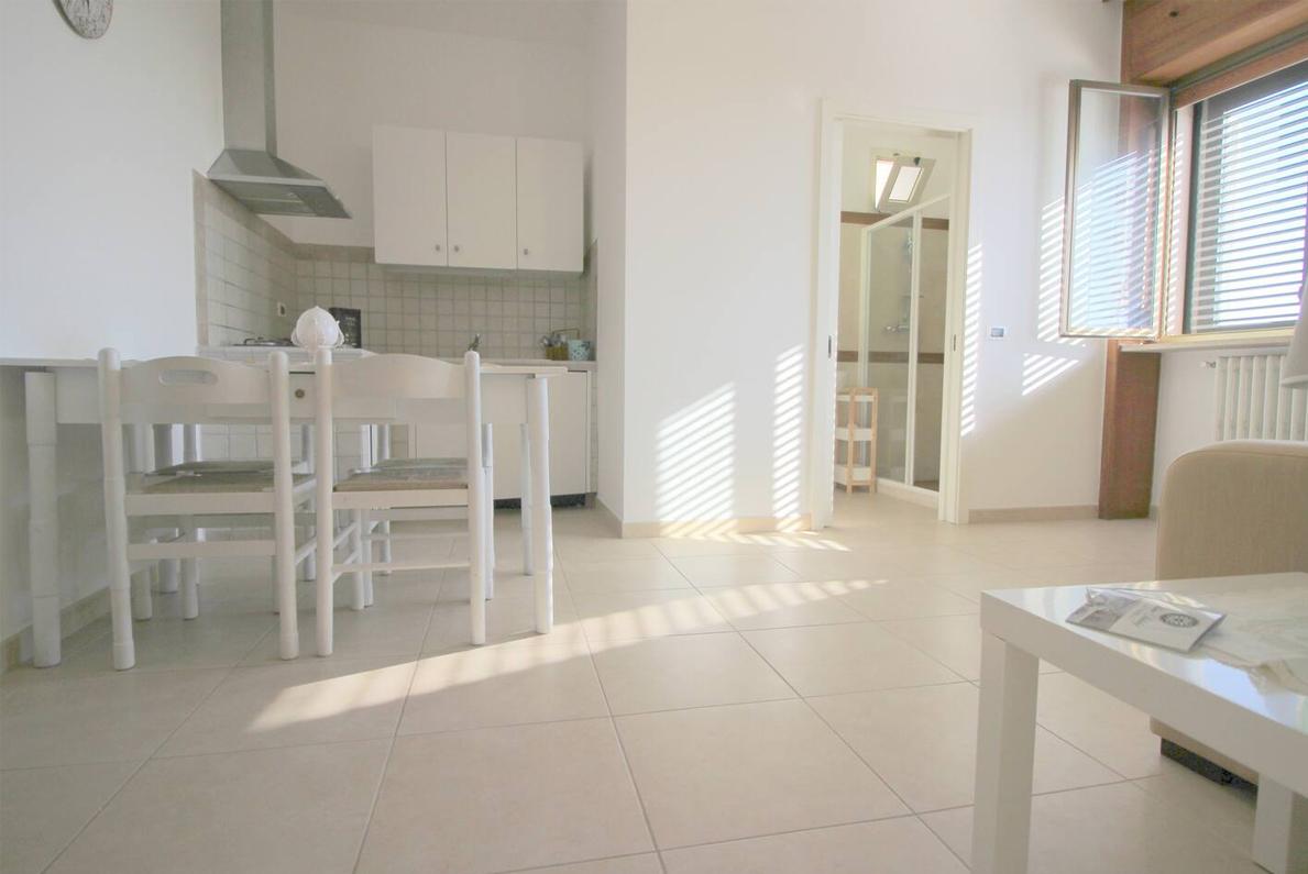 Home Holiday Salento appartamenti in affitto nel Salento cucina Iris Blu ad Alessano